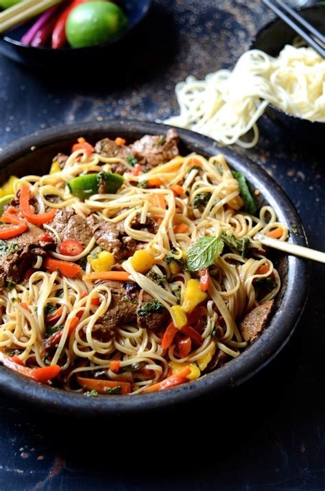 Spicy beef stir fry with sweet peppers and mango – Bibby's
