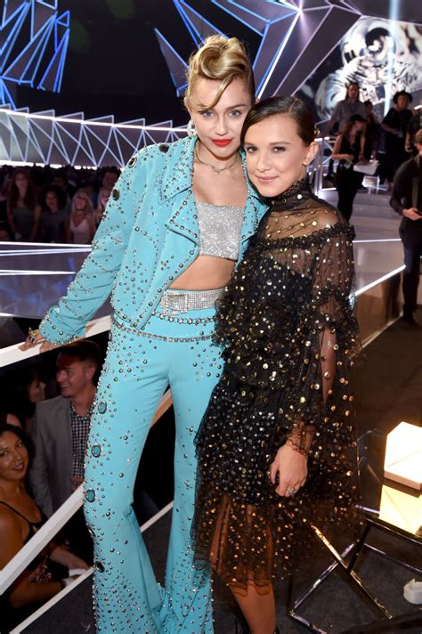 Miley Cyrus channeled Elvis at the MTV VMAs - HelloGiggles