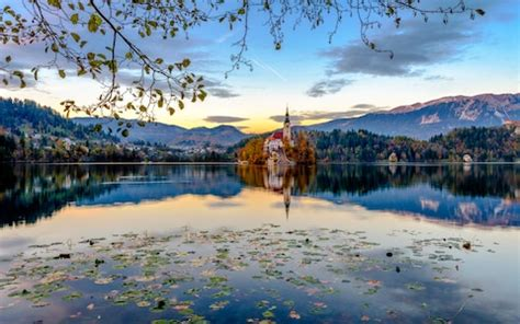 10 of the world's best leaf-peeping autumn holidays